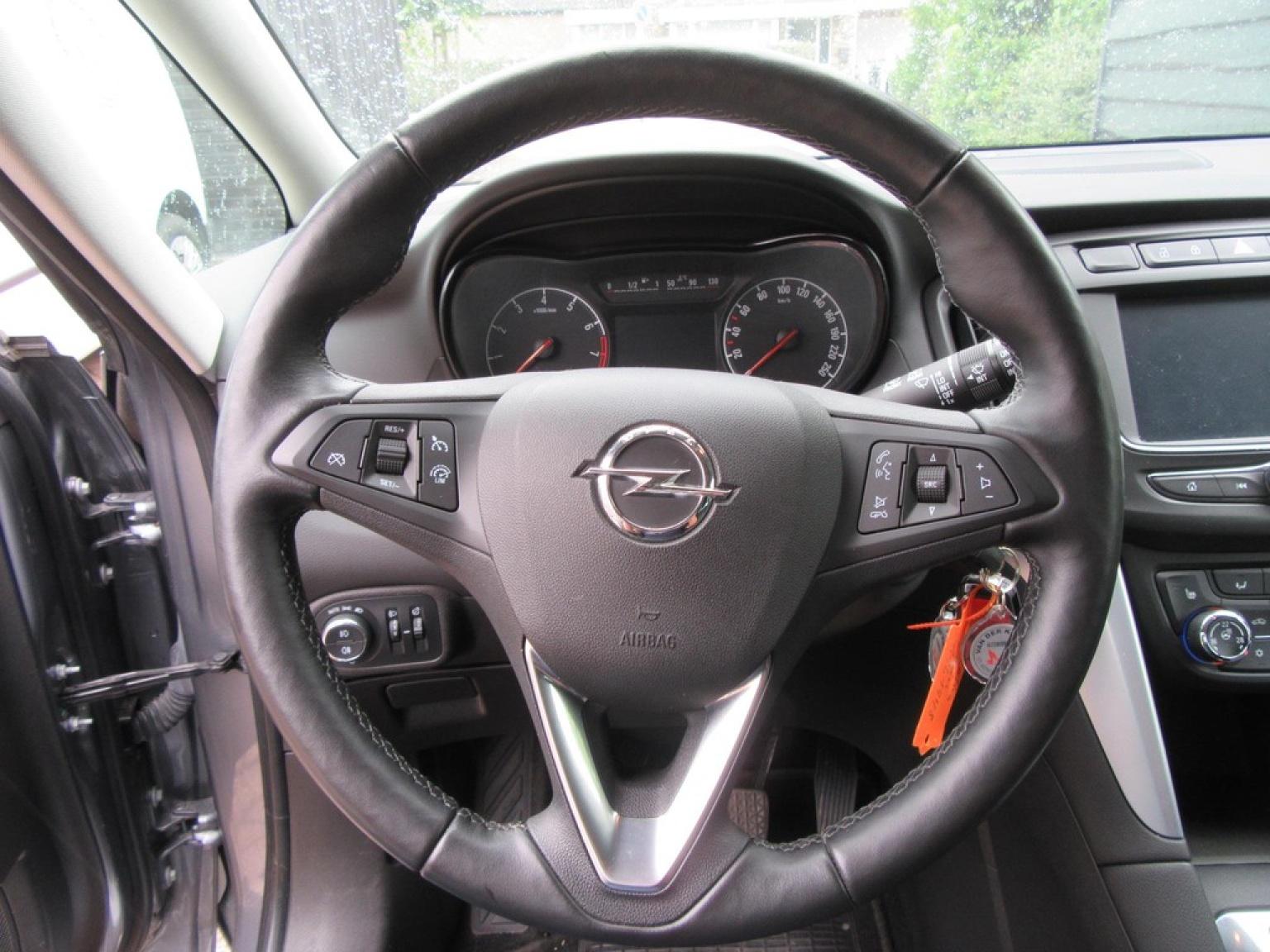 Opel-Zafira-13