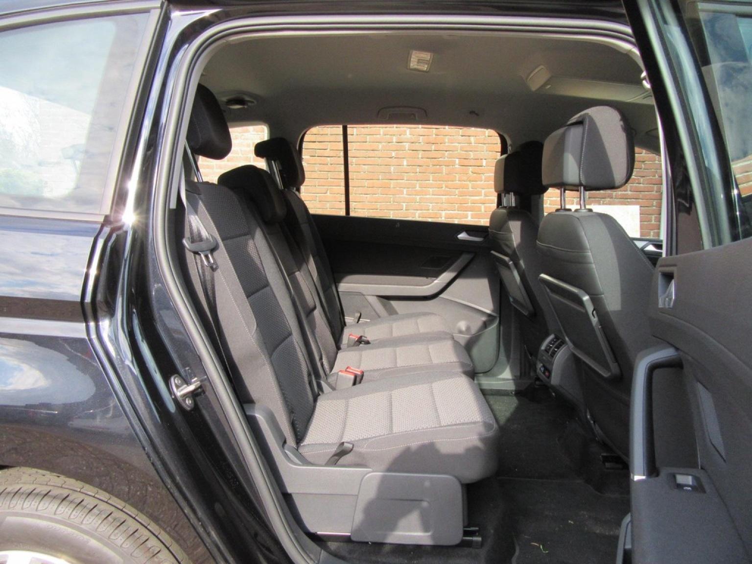 Volkswagen-Touran-23